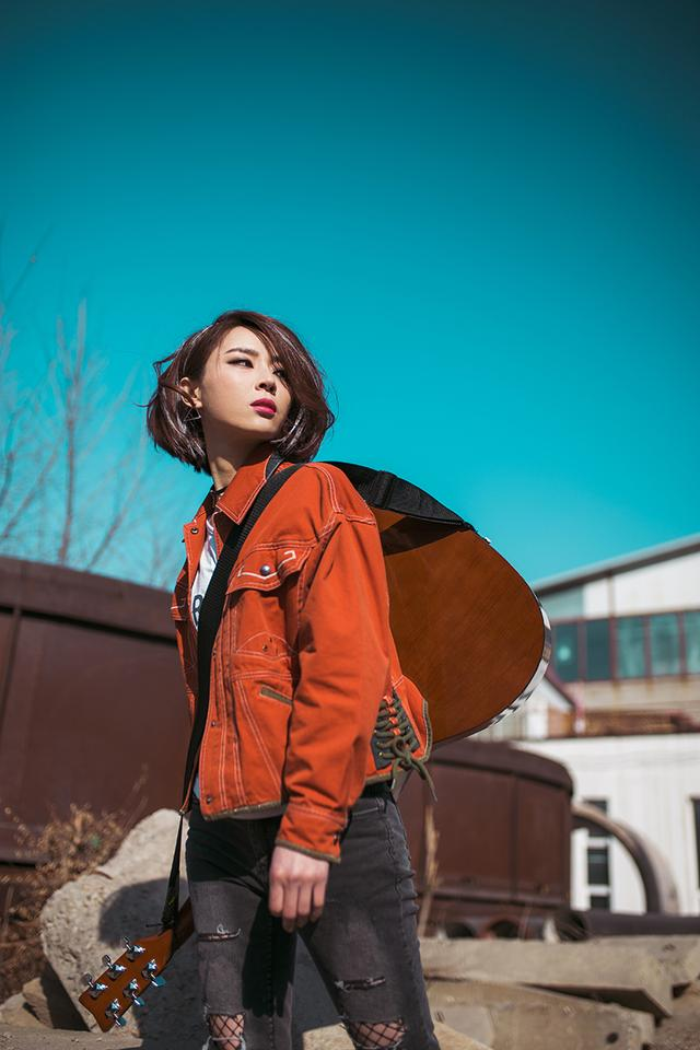 背上吉他去流浪创作才女薛京全新...